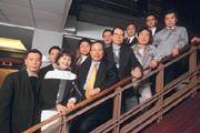 力山創辦人王坤復(前排左三)因害怕人員流動而有了建置e化的念頭。