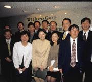 98年,在中經合的安排下,柳傳志(後排右三)攜楊元慶(後排左二)來台,拜訪台灣高科技大廠。