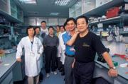 ■賽亞初成立時,陳武雄(右1)只想投資等著分錢;一年半後,感到時間壓力的他開       始找團隊聊天、開會,了解公司實際在做什麼。