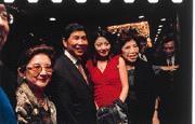 蔡同榮(左二)是立委集體募款餐會上的主持人。(左四為製作人周遊)