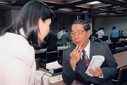 ■被譽為商業銀行專家的李庸三(右),卻被基層農漁會批評為不懂農業金融制度。
