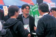 ■畢業生找工作已經落伍,現在流行「企業實習制」。