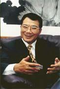 林宏宗的碩士學位是在事業、政壇兩頭忙中苦讀而來的。