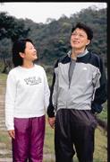 克服癌症3年,馬雨沛(左)深深體會平時就應該要有「健康存款」(右為其丈夫孫中傑)。