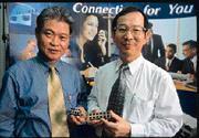 黑手出身的吳錦乾(左)與總經理郭豐強(右)打造小而美的福登。