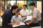 台積六廠的工程師必須負起帶領新人、教導新人的責任。