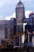 在香港有六.九%的中資公司從事建築及房地產。