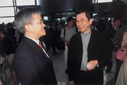 林家和(左)向林百里(右)請教大陸布局,林百里推薦「松江最好」。
