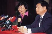 ■「亮昇爭議」由兩名代表人陳玲玉(左)、蔡欽源(右)出面,為   新光家鬥暫時畫下句點。