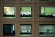 夜間超時工作影響身體健康。美國哈佛大學醫生皮凱特研究指出,長期上大夜班者,體內腎上腺素比正常人高,也會增加心臟病罹患率。