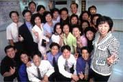 在與直銷商相處的過程中,鄭家華(右一)學會如何當老闆、如何帶領員工,她覺得自己可以「豐富自己也豐富別人」。