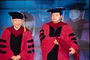 在商場上身經百戰的徐旭東(右),卻為一場校園演講緊張了好幾天。