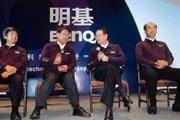 去年11月,明碁宣布將原本採用的品牌名稱「Acer」,改為「BenQ」。施振榮(左三)說,以後有「BenQ」相伴,「Acer」在國際上起碼有個伴。