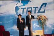 3月28日,阿扁總統(左)出席航訓中心成立酒會,對蔡兆陽(右)還予以肯定,時過境遷,蔡兆陽卻已失寵?