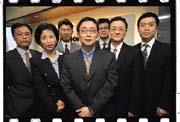 40歲的郭明鑑(中)帶領的購併團隊,一年完成的購併案金額近800億元。