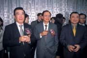 決定總統大選前出書,尹啟銘(右)給林義夫(左)下了一道難題,但他表示自己絕對會恪守不做政策批評的文官倫理。.