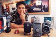 ■由滑鼠做起到各項周邊產品,羅技亞太區副總裁吳家榮耳朵上的藍芽耳機就是去年美國IDEA金牌獎的作品。