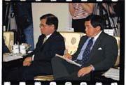 今年新春團拜,中小企業協會獨獲新政府的關愛(左為理事長戴勝通,右為遠東集團董事長徐旭東)。