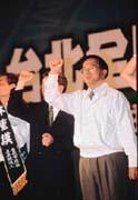 政治性格像獅子般的陳水扁總統(右),會為民進黨內其他派系留活路嗎?