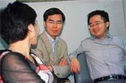 台北市長選戰氣氛低迷,為李應元輔選的羅嘉文(右),另闢新話題。