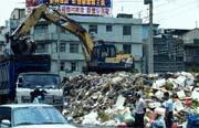 懸宕多日的中壢垃圾問題正蔓延全島,蔓延在每個小老百姓心中。
