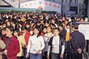 ■中國大陸的低人力成本優勢,吸引各國紛紛將生產基地移至當地,也帶動中國經濟快速發展。