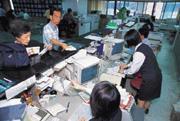 ■台灣股市的散戶比重高達八成,散戶的動作和噪音有效提高台股的市場機制。