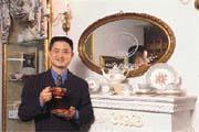 黃騰輝 ﹙見圖﹚蒐藏許多維多利亞時代瓷器,對玫瑰花更是情有獨鍾。