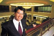 李明賢打造豪華旗艦分行,據說曾有位老外誤以為是旅館,進門要求。