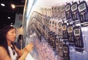 ■手機市場變化迅速,台灣代工廠要看國際客戶臉色。