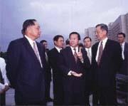 陳水扁(中)的政治巨星架式極具魅力。