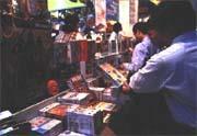 成本低廉、獲利豐厚,是盜版光碟猖獗的重要因素。