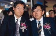 李焜耀(左)與陳炫彬(右)目前忙於ADR的巡迴說明會,對與台塑合作破局一事,恐要在發完ADR後再處理。