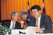 ■林能白(右)創造了台電董座和總座最密切互動的紀錄(左為林清吉)。