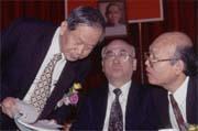台肥股東會上,董事長邱茂英(左)強勢主導董監事補選的人事布局。