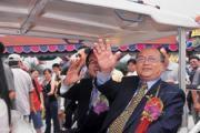 陳哲芳(右)政商人脈亨通,更是商場行銷點子王。
