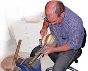 喬治傑生一匙一壺均人工打造,百年不變。