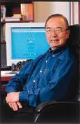 李雲寧常在網路上買書,一年的購書預算是40萬元。