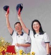 陳文琦(左)與王雪紅(右)2年前譜出戀曲,更在今年共結連理,成為從事業到生活的親密伴侶。