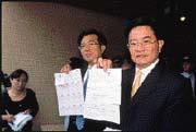 台聯立委羅志明(右)、林志隆(左)在聯電股東會的發言,讓曹興誠大為光火。