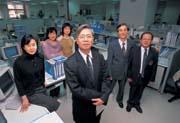 行政執行署署長林雲虎(最前者)要打造出公務機關的「中鋼奇蹟」。