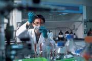 新藥研發耗時傷本,未來面對學名藥的價格競爭,又將更為激烈。