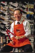 特力貿易的營業額近來穩定成長,讓董事長何湯雄笑顏逐開。