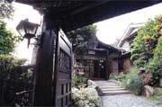 已經超過一甲子的吟松閣,從入口處可以看出仍然保持著日據時期的原貌。