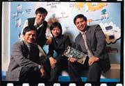 光通訊產業起飛,讓林鴻輝(右一)一手創辦的新怡力炙手可熱。