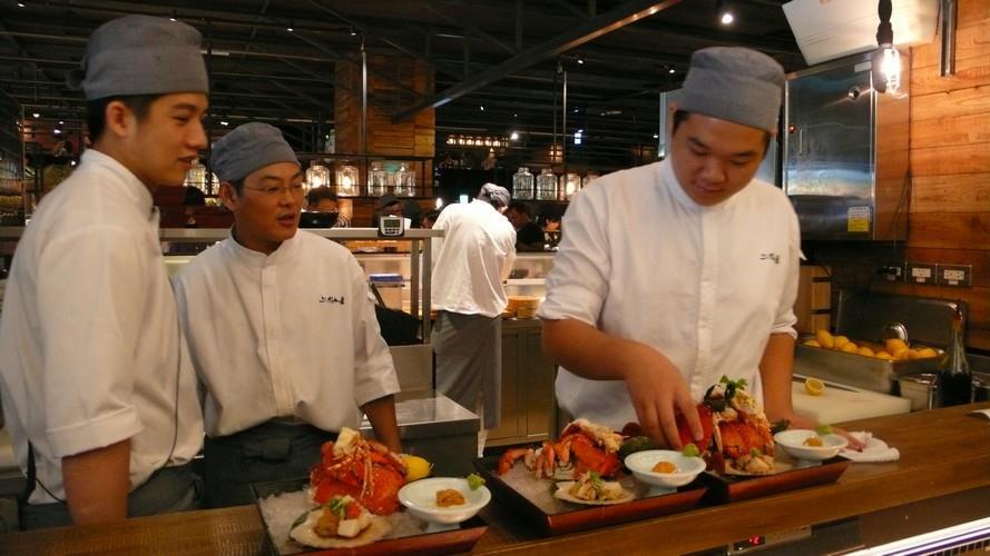 在漁市場吃火鍋 尚青!