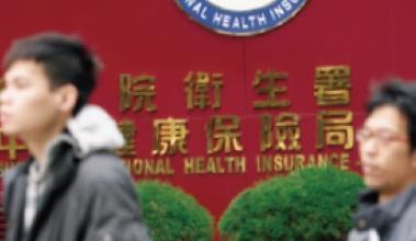 ▲明年上路的健保補充費,影響到800 多萬筆定存,掀起一波拆單潮。