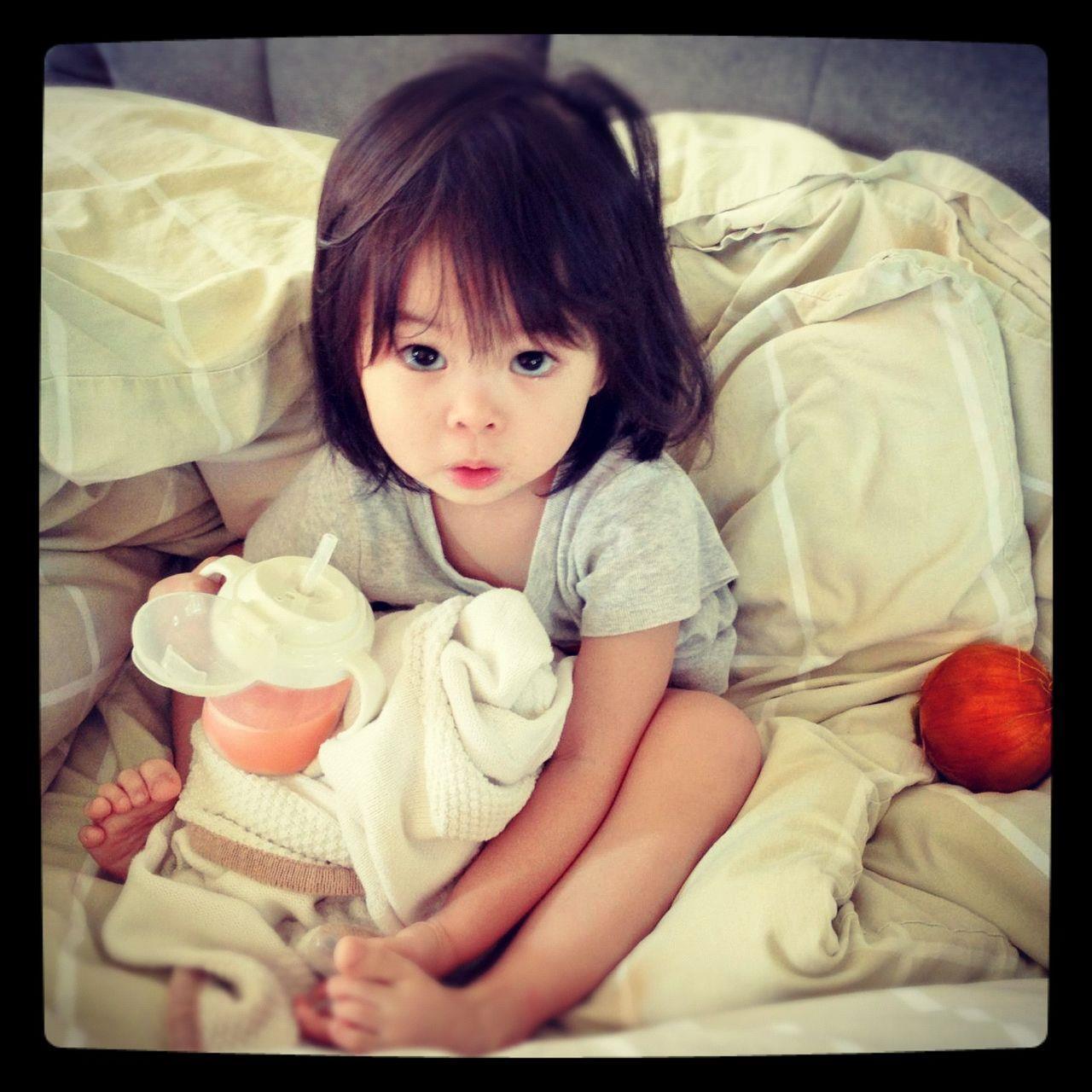 女兒發燒時給她洋蔥與果汁喝