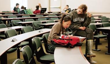 英美大砍留學生 傷到自家競爭力