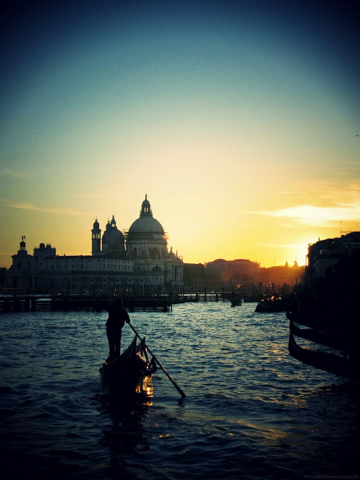 威尼斯:蜜月的首選之一,而末日又幫它們增添了不少愛情故事所需的淒美